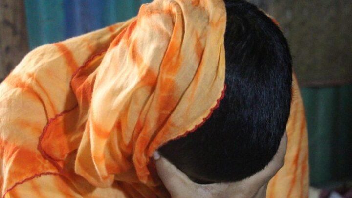 উচ্চ শিক্ষা নেয়ায় স্ত্রীর চুল কেটে দেন মাদ্রাসাশিক্ষক