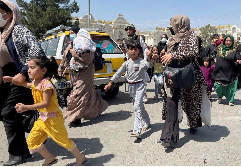 Afgan People Escaping